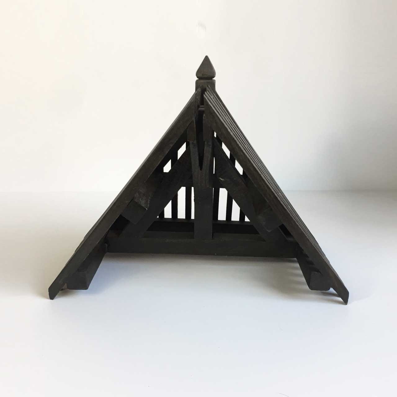 17   CARPENTERS MODEL OF ROOF