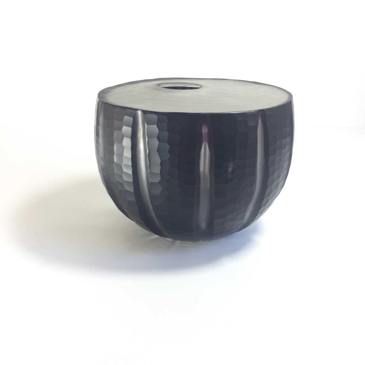 11   BLACK CLEAR CARVED BULB VASE